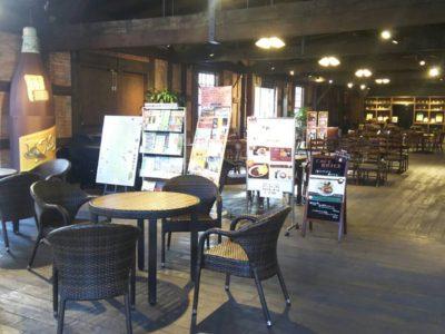 赤レンガのカフェスペース