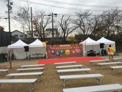 レッドカーペットが敷かれ客席が用意されステージは完成しました