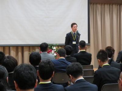開会の辞は、柴田洋助くん