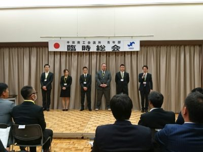 新入会員 6名にバッヂが授与されました。右から坂敬裕くん、山下典昭くん、大塚雄充くん、新美広明くん、岩井里美さん、十亀泰徳くん、