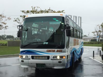 半田YEGが乗車するバス(津の会場にて)