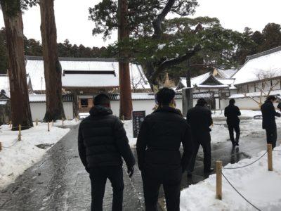 国宝 瑞巌寺を拝観するメンバー
