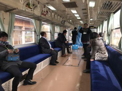 明知鉄道車内
