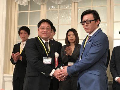 新入会員の勝野隆司くんに青年部記章が授与されました