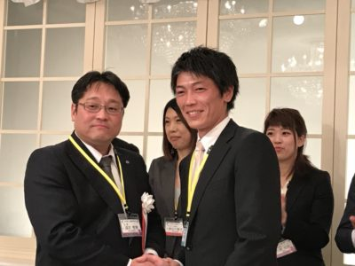 新入会員の森田祐史くんに青年部記章が授与されました