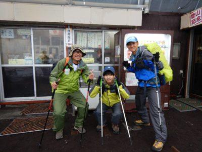 六合目「宝永山荘、雲海荘」(2,490m)到着