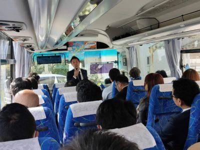 那覇空港に到着。ここからはバスで移動です