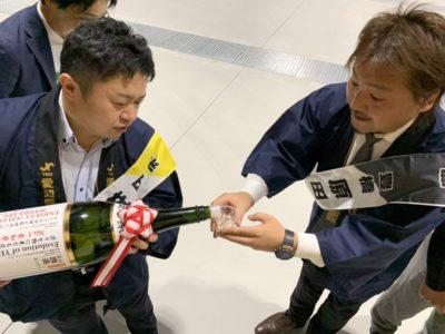 顕太郎会長による半田の銘酒のふるまい