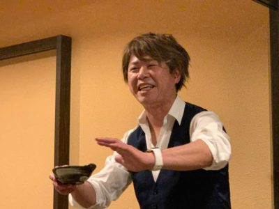 卒業生のJIMEさんこと榊原敏満君。会を盛り上げます