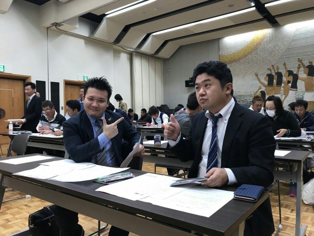 顕太郎専務と松石副委員長はこの余裕っぷり!