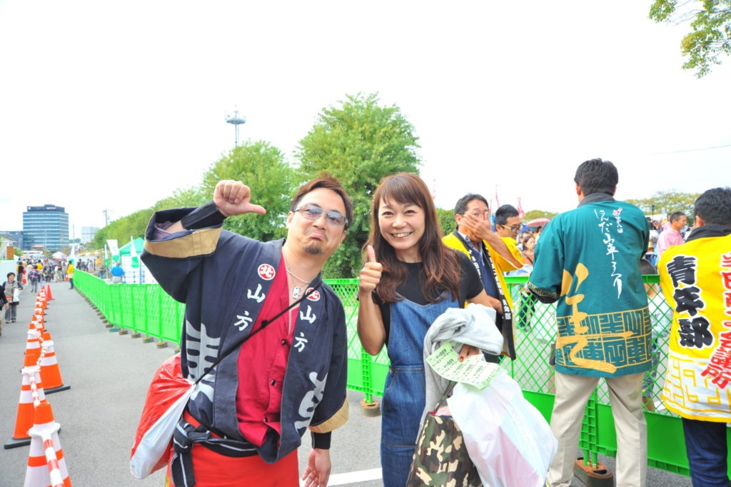 豊田の寺田靖子さんが桟敷にお越しいただきました。ここまでご案内してきた久松くん。