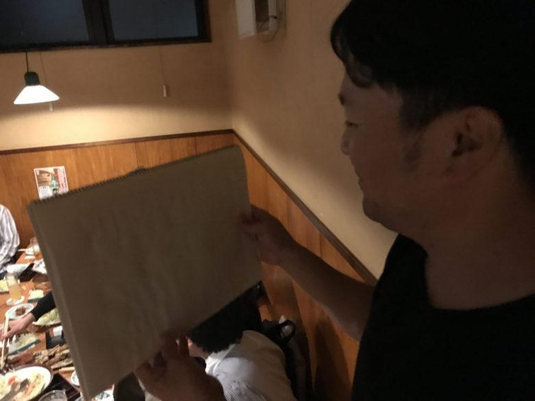 紙芝居は、藤内正規副委員長