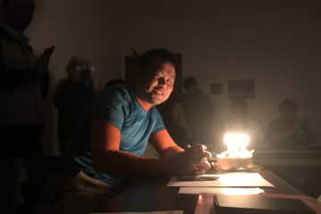 今月は山下さんの誕生日でサプライズケーキ!