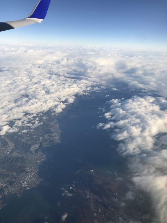 只今、琵琶湖上空を通過中!