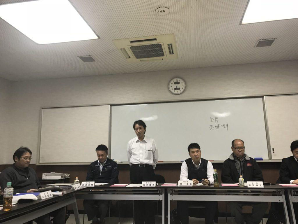 開会の辞 荒木慶太 副会長。ホワイトボードにかいてありますが、交流委員会 榊原亮輔委員長がこの日は欠席です。鈴木靖隆副委員長が代理出席しました。