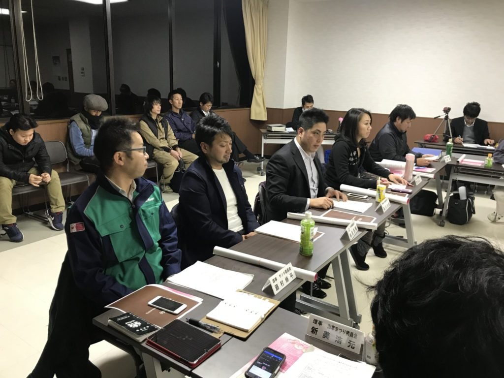 報告連絡事項 1月研修会への参加を再度促す石川大志委員長。