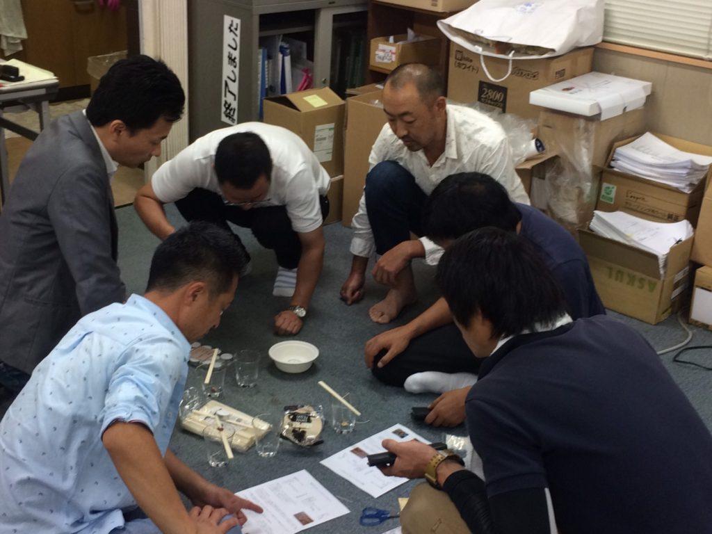とうとう池田副会長も座り込んで仲間入り。