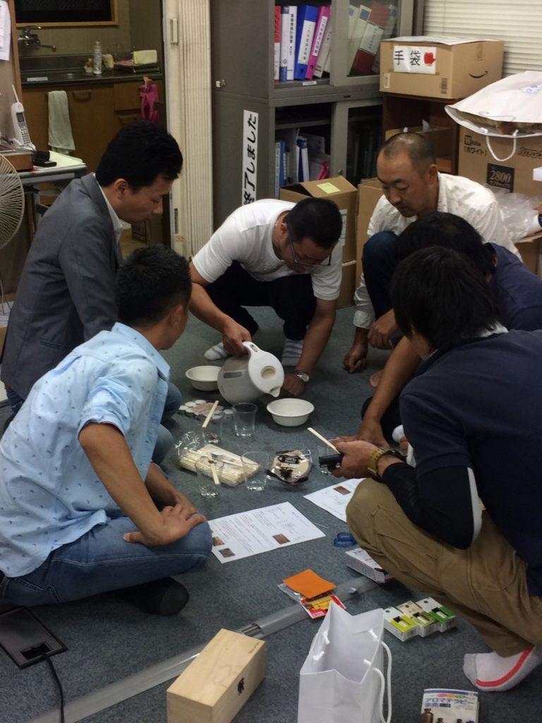 ん?藤村委員長、お湯なにに使うの?之浩さん、まだ正座もしかして、怒られてる?